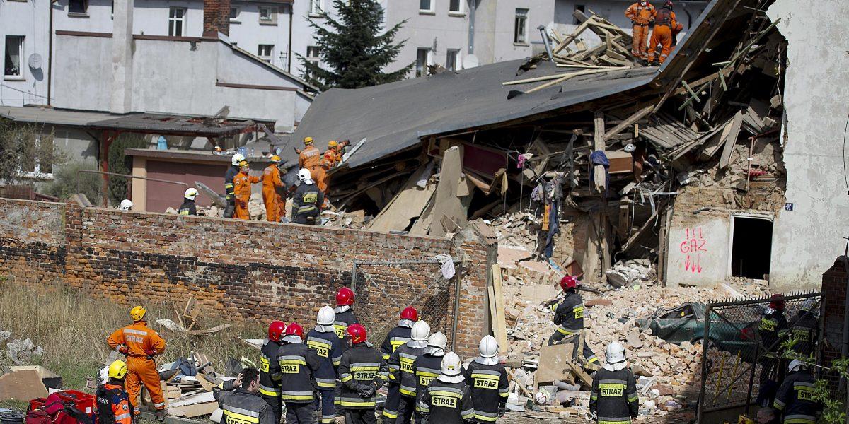 5 muertos en derrumbe de edificio viejo en Polonia