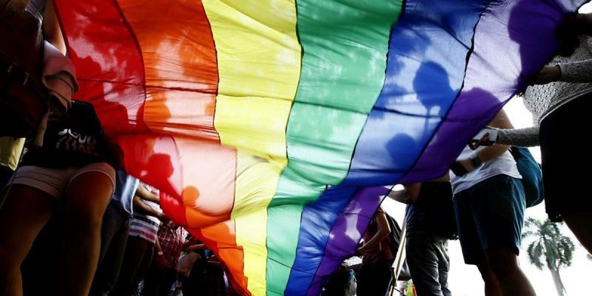 Rinden homenaje a víctimas de Pulse en desfile del orgullo gay en Miami
