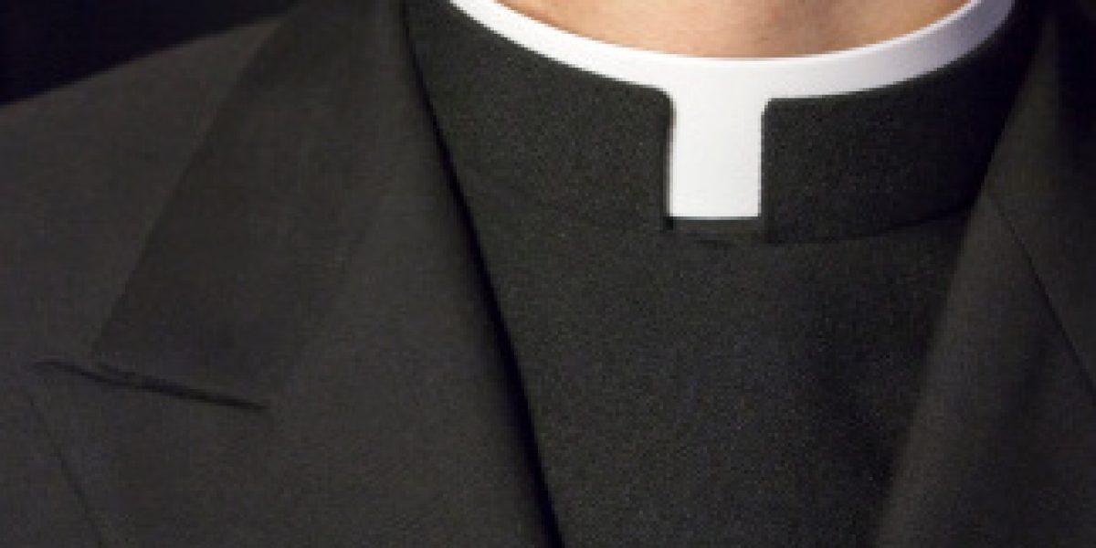 Sacerdote arremete contra gobernantes y los responsabiliza de la crisis