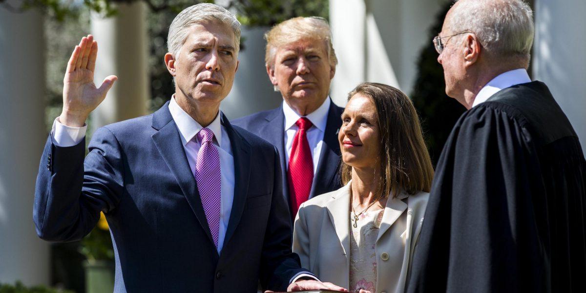 Gorsuch jura como juez del Tribunal Supremo