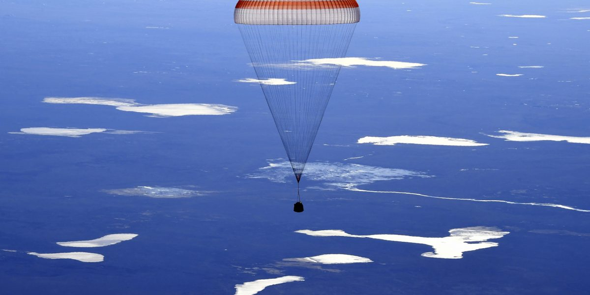 Tripulantes de Estación espacial regresan a la Tierra