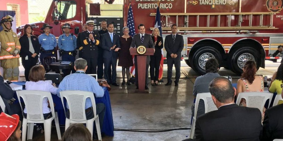 Gobernador firma ley para consolidar agencias de seguridad