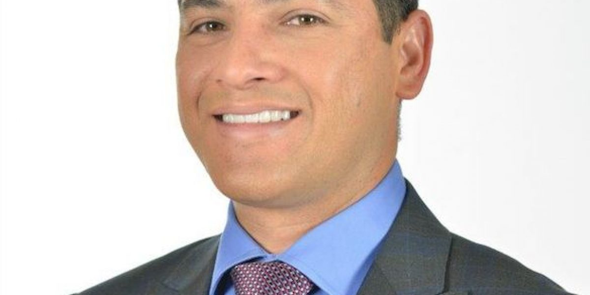 Gerente general del Coliseo de Puerto Rico recibe premio por su labor