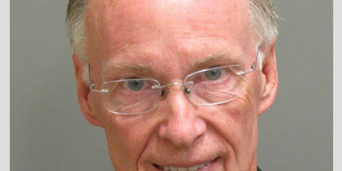 Renuncia a su cargo el gobernador de Alabama