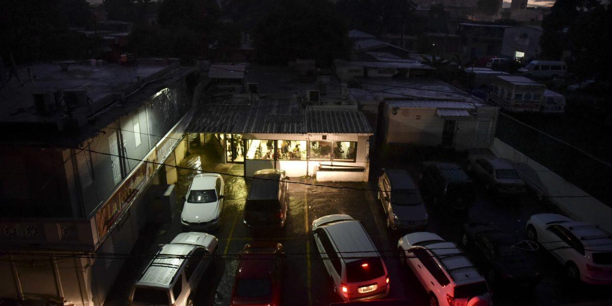 La crisis repercute en más apagones en Puerto Rico