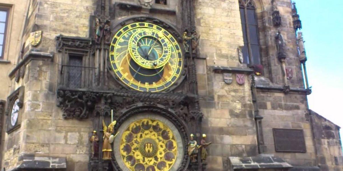 Inician restauración reloj astronómico de Praga