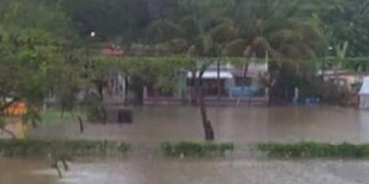 Personas atrapadas por carreteras inundadas en Hatillo