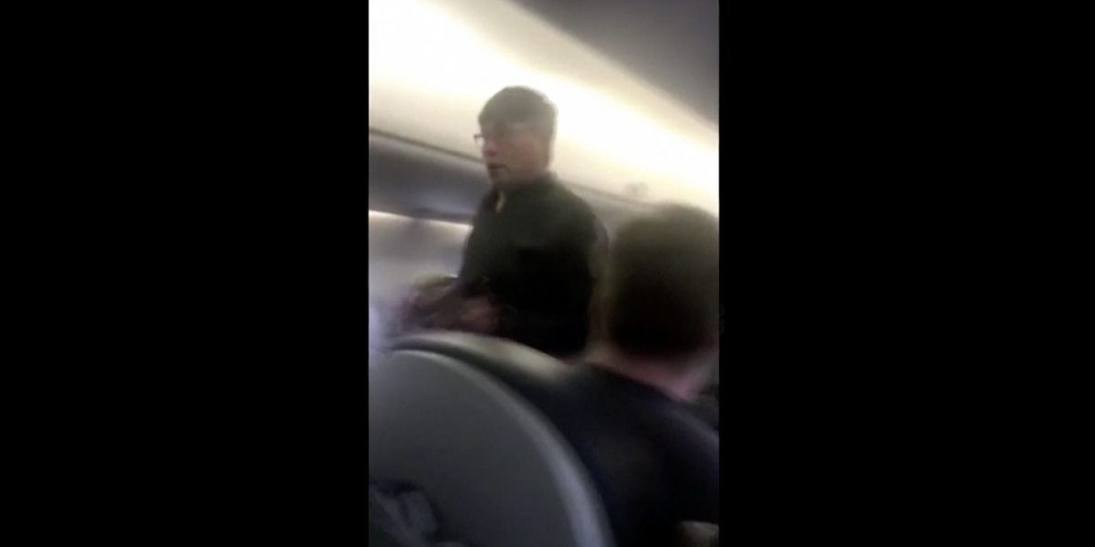 El pasado ilícito del médico expulsado de avión de United Airlines