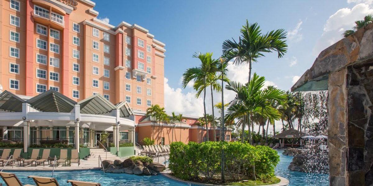 Hotel en Isla Verde te dejará utilizar la piscina