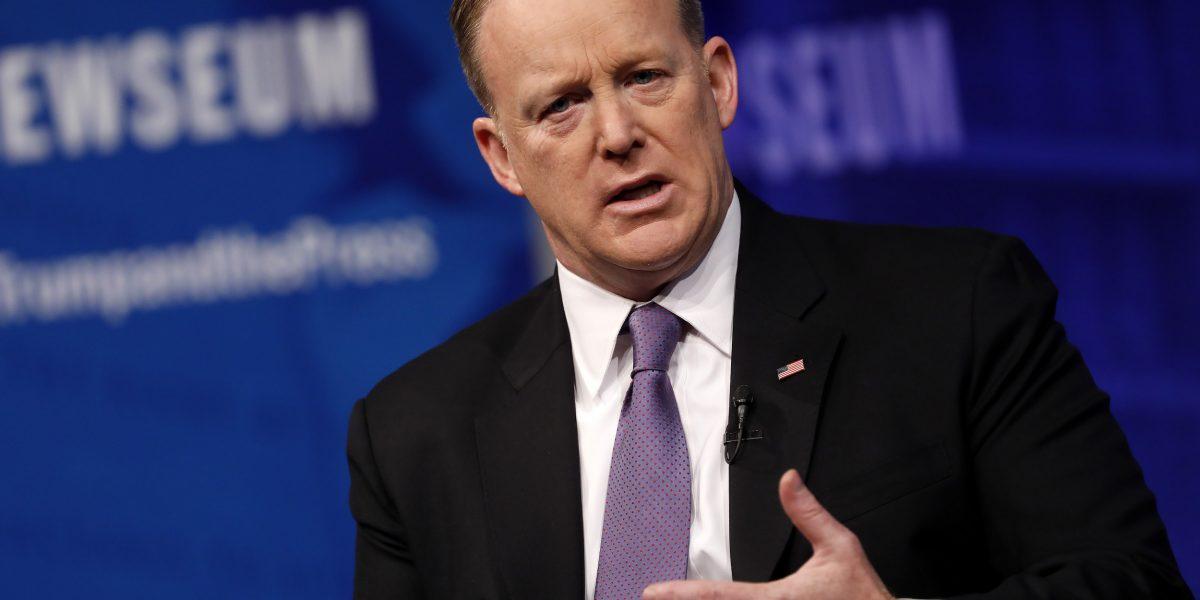 Spicer resta importancia al Holocausto de Hitler al hablar sobre Siria