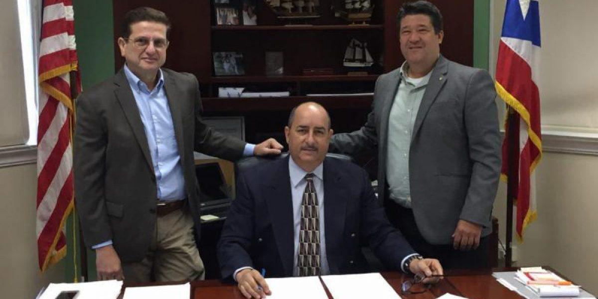 Titular de Agricultura firma órdenes administrativas