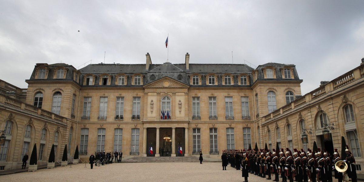 Facebook identifica 30,000 cuentas falsas en Francia