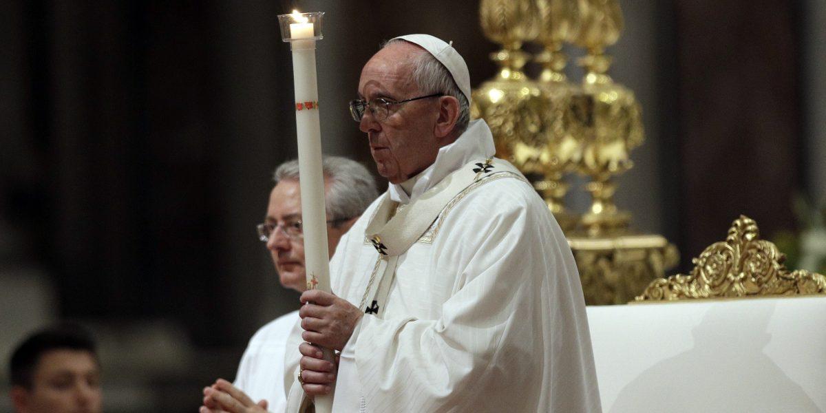 Papa preside Vigilia Pascual en medio del temor por ataques