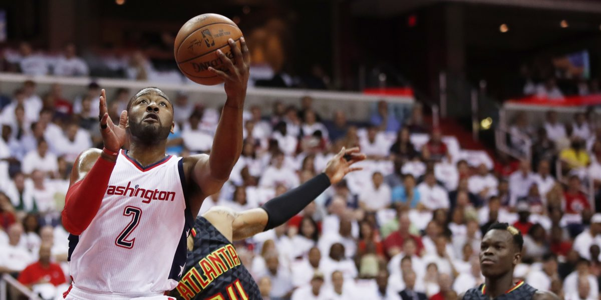 Wall anota 32 y Wizards empiezan venciendo a Hawks