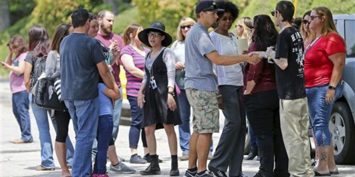 Escuela en San Bernardino regresa a clases tras tiroteo