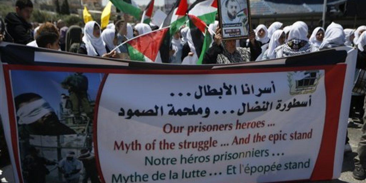 Palestinos retenidos por Israel inician huelga de hambre