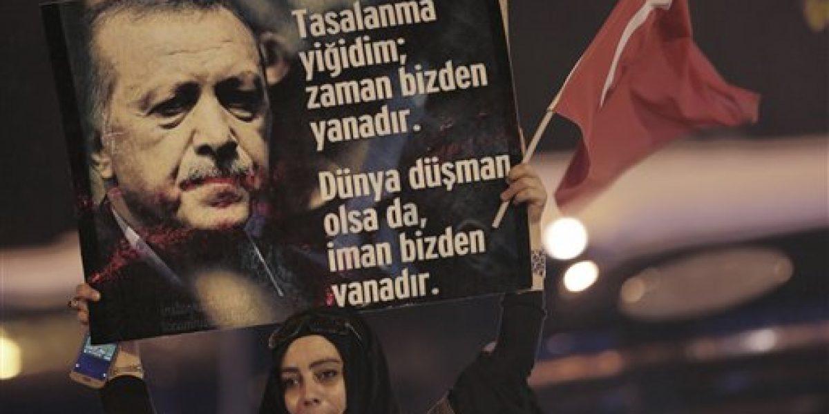 Oposición turca pide a junta cancelar resultado de referendo
