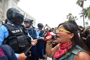 ESTUDIANTES AUDITORIA. Imagen Por: Estudiantes de la UPR, miembros de la comunidad universitaria y manifestantes, protestaron frente al Capitolio de Puerto Rico en contra de la eliminación de la Comisión para la Auditoría de la Deuda y exigieron la auditoría. / Foto: Dennis Jones