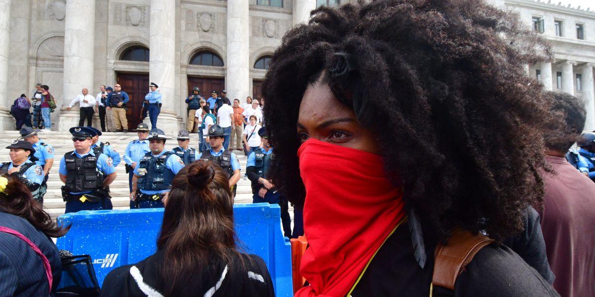 Condenan violencia contra manifestantes en el Capitolio