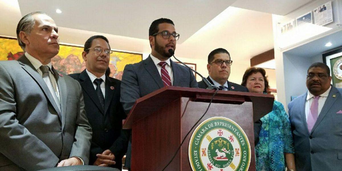 Gobierno utiliza dinero de retirados para pagar deuda, según legisladores PPD