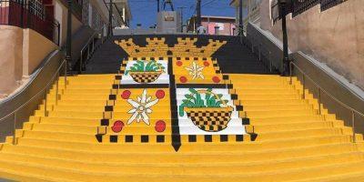 Pintan bandera de Yauco en icónicas escalinatas/ suministrada