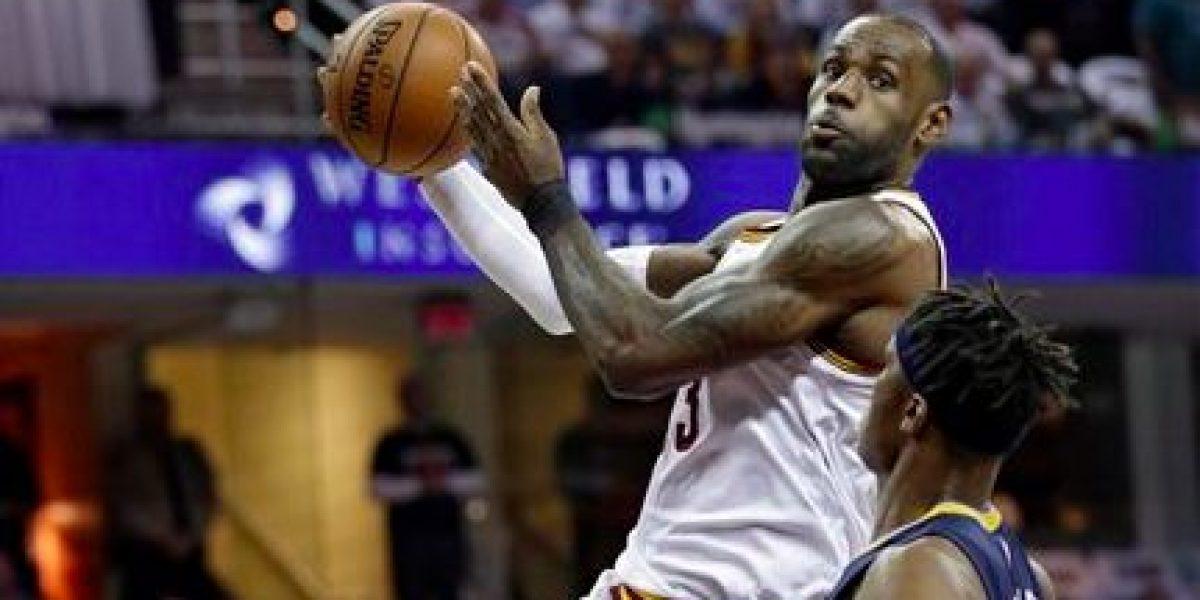 Cavaliers sudan para lograr segunda victoria de playoffs