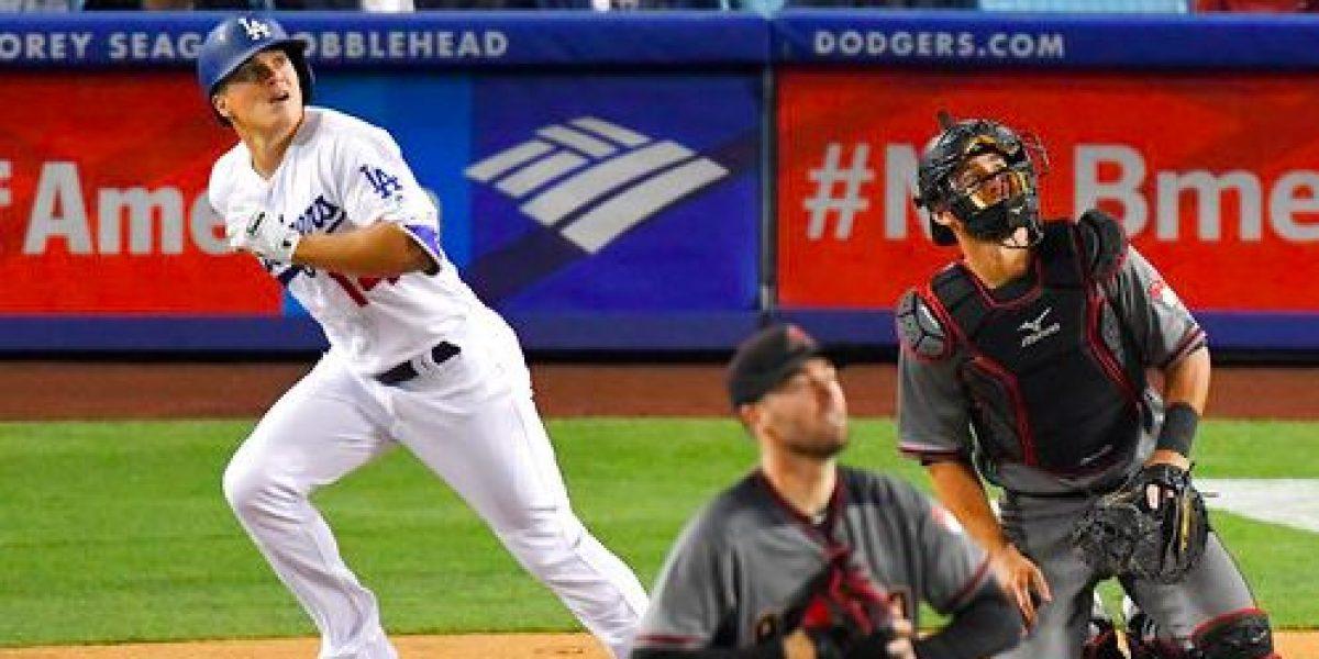 Kike Hernández conecta su primer home run de la temporada