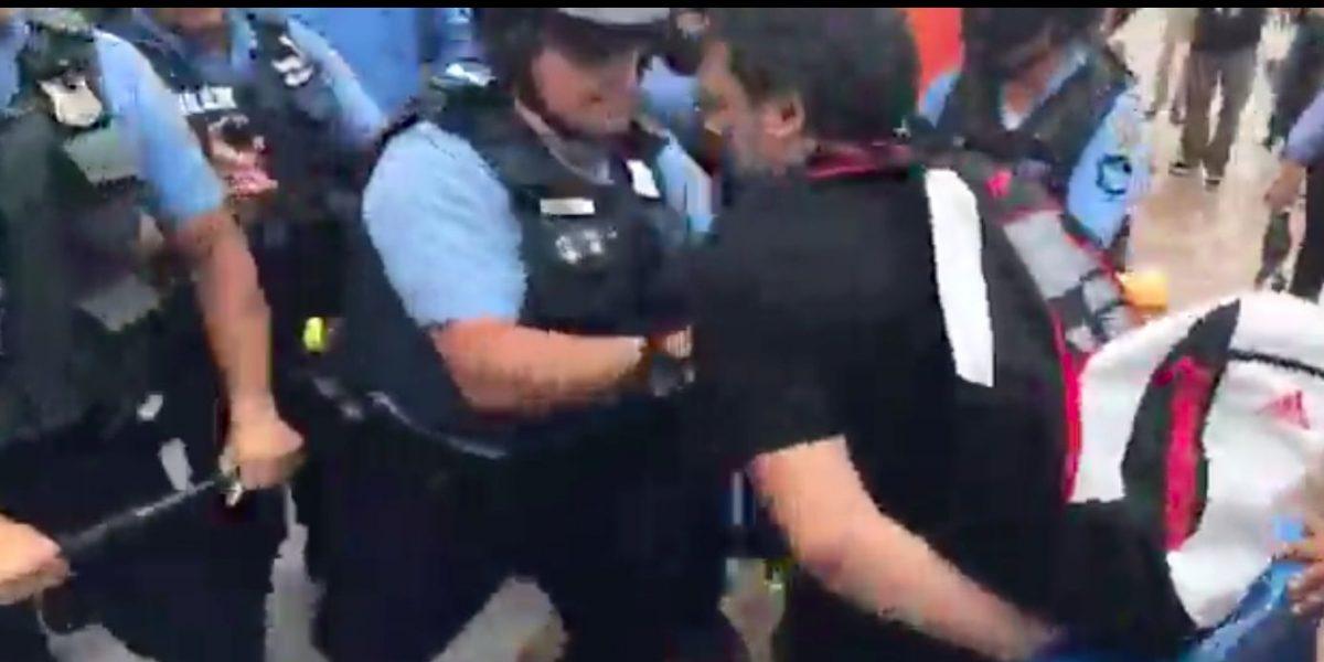 Macanazos a manifestantes a las puertas de un Capitolio cerrado