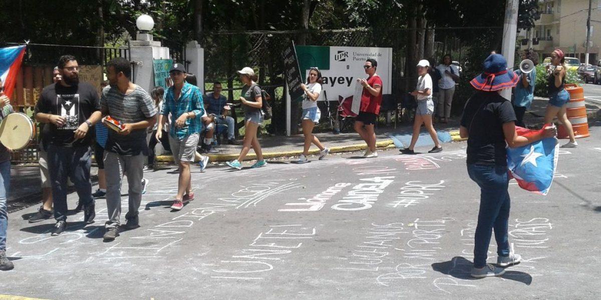Estudiantes UPR Cayey toman bajo presunta amenaza la seguridad del recinto