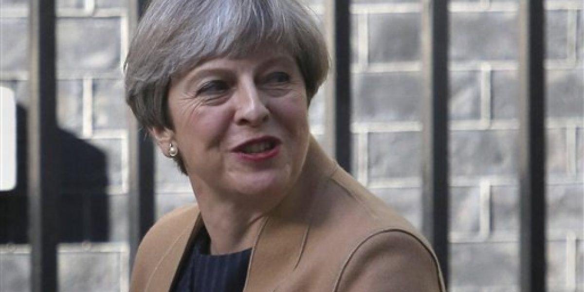 Legisladores británicos apoyan pedido de elecciones de Theresa May