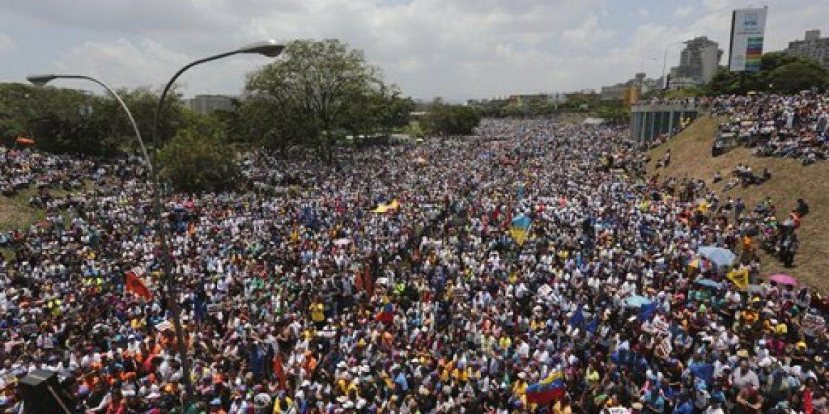 Gobierno y oposición miden fuerzas con marchas en Venezuela