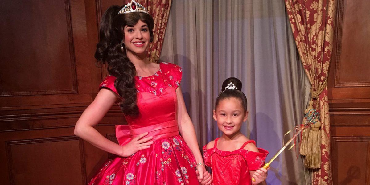 Convierten a niña en una princesa de Disney
