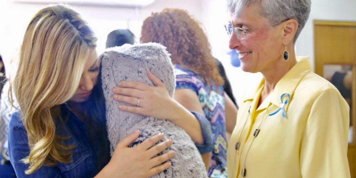 Beatriz Rosselló visita Hogar Escuela en Bayamón