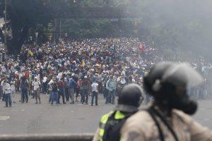 10 fotos dramáticas de la protesta masiva de hoy en Venezuela