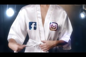 """""""Todos aman las tetas"""": la campaña argentina contra el cáncer de mama que se volvió viral"""