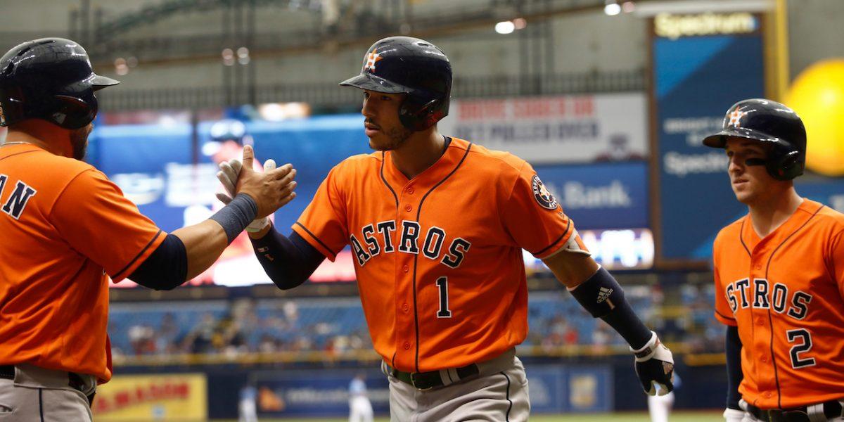 Carlos Correa conecta jonrón y ayuda a los Astros a ganar
