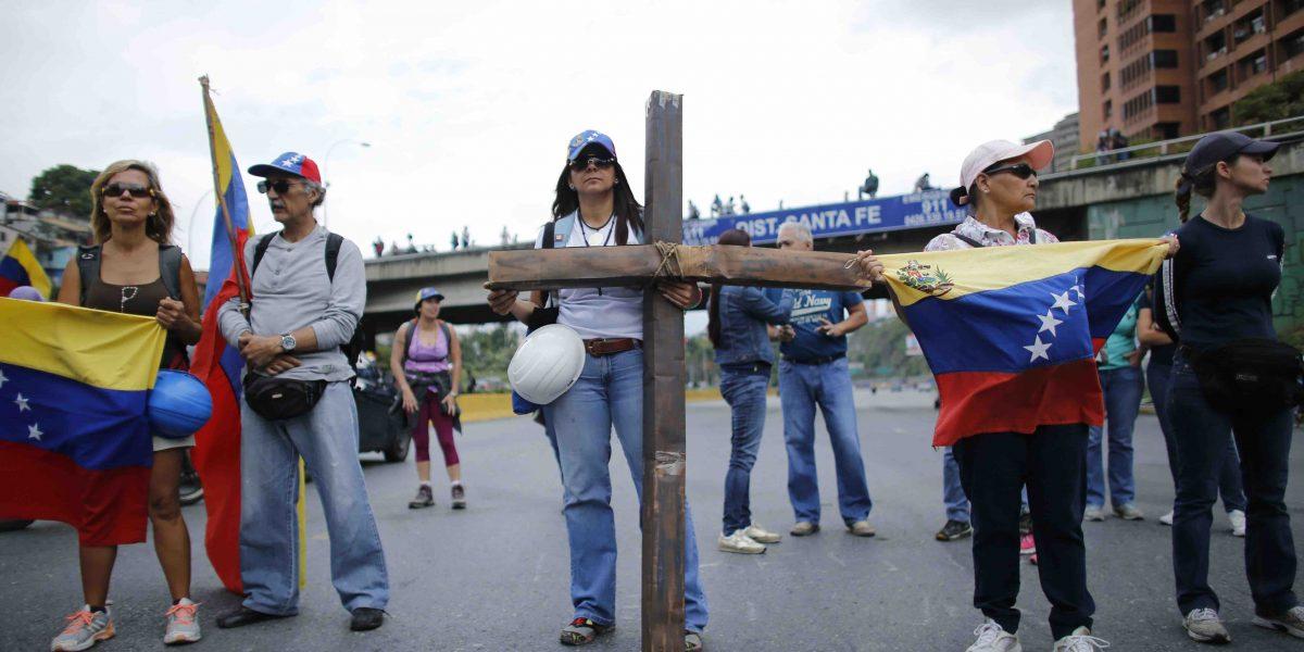 Venezolanos vuelven a las calles a protestar contra Maduro