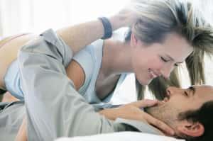 Los hombres con pareja dominante son más estables y felices, según este estudio