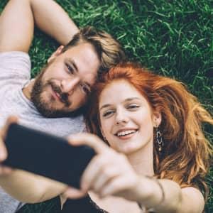 Las parejas que comparten su vida en Redes Sociales son inseguras