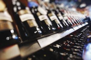 4 básicos que debes seguir antes de comprar un vino en el supermercado
