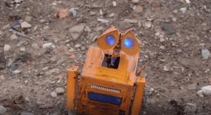 Conoce al boliviano que construyó a Wall-E con basura