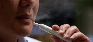 El cigarro eléctrico contiene más sustancias químicas que causan cáncer que el cigarro normal