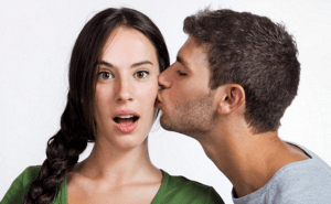 Estas son las razones por las que las mujeres rechazan tus besos