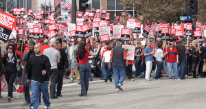 Writers Guild of America autoriza huelga de escritores