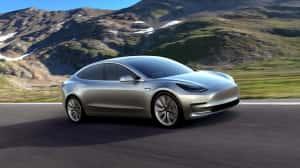 Musk asegura que Model 3 no es la 'siguiente versión' de Tesla