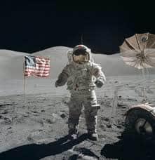 El primer viaje turístico a la Luna se realizará en 2018