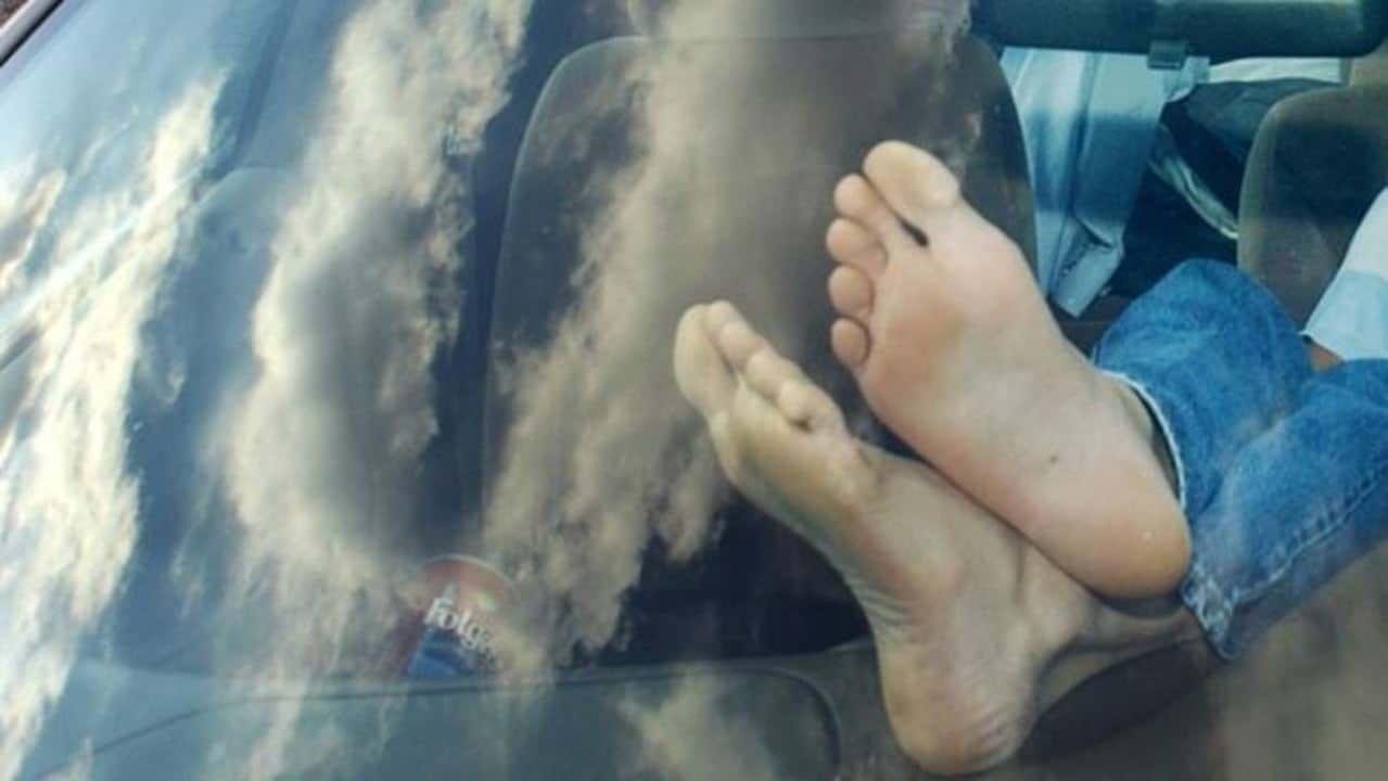 Estos son los riesgos de conducir descalzo o con sandalias