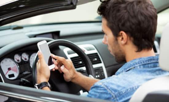 Razones por las que el seguro del auto es más caro para los jóvenes