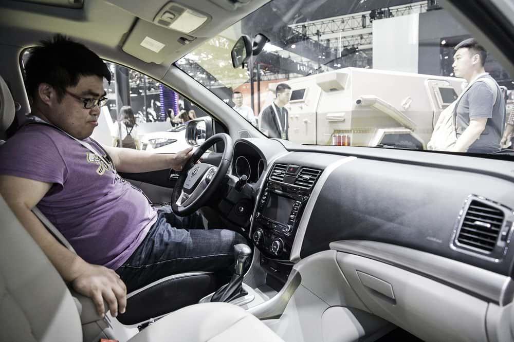 El mercado chino no quiere que sus autos huelan a nuevo, la industria encontró la manera de erradicarlo