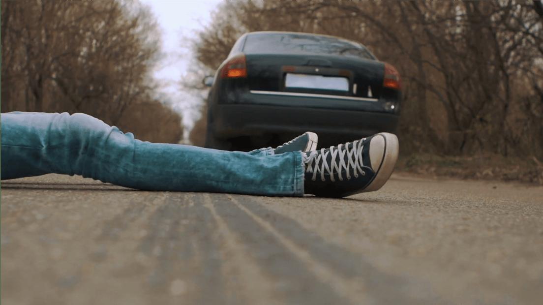 Cómo salir vivo después de ser atropellado por un auto